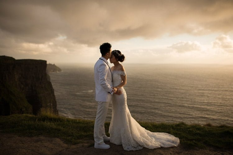 029-cliffs-of_moher-intimate-elopement-wedding_session