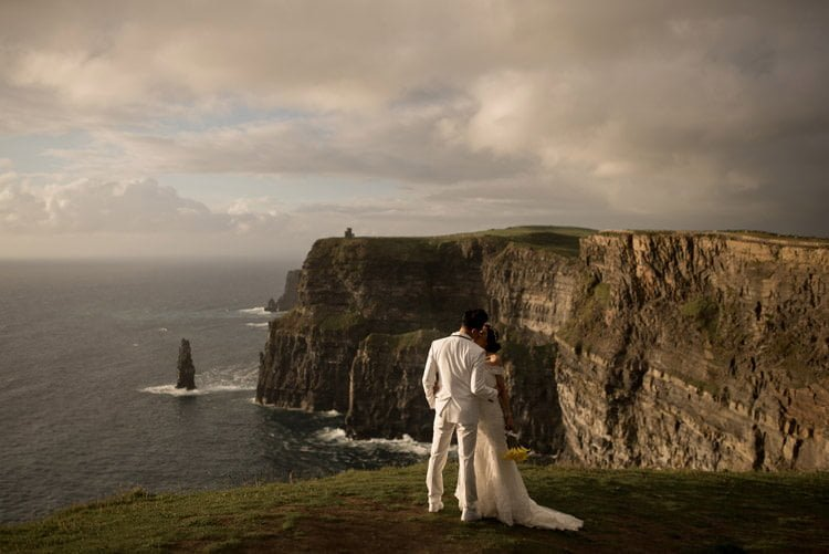 035-cliffs-of_moher-intimate-elopement-wedding_session
