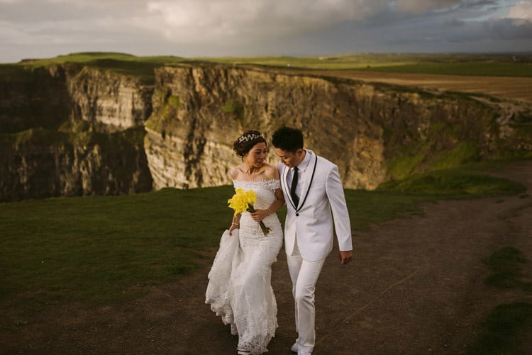 037-cliffs-of_moher-intimate-elopement-wedding_session