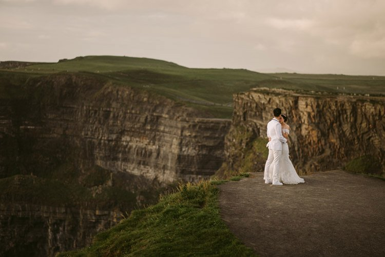 038-cliffs-of_moher-intimate-elopement-wedding_session