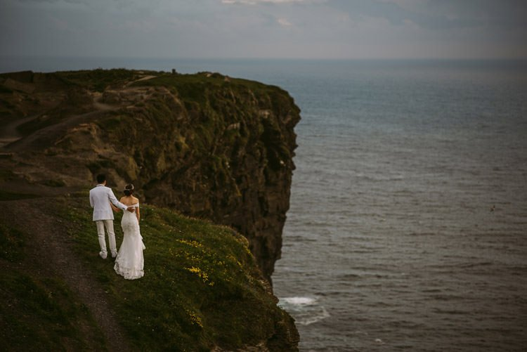 045-cliffs-of_moher-intimate-elopement-wedding_session