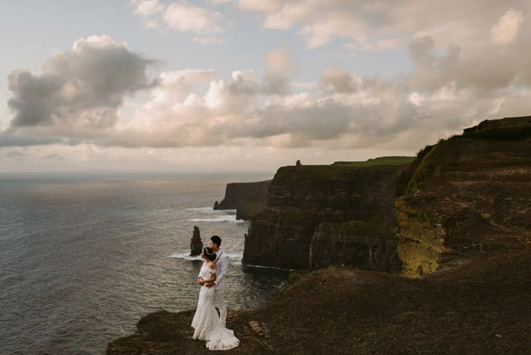 048-cliffs-of_moher-intimate-elopement-wedding_session