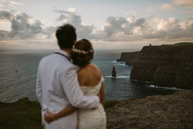 055-cliffs-of_moher-intimate-elopement-wedding_session