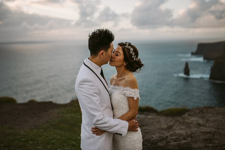 057-cliffs-of_moher-intimate-elopement-wedding_session