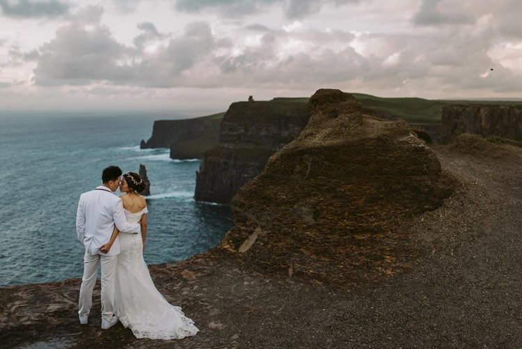 059-cliffs-of_moher-intimate-elopement-wedding_session