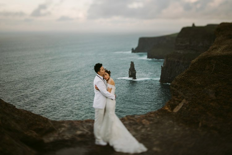 060-cliffs-of_moher-intimate-elopement-wedding_session