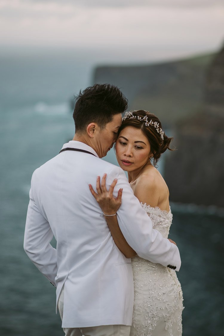 061-cliffs-of_moher-intimate-elopement-wedding_session