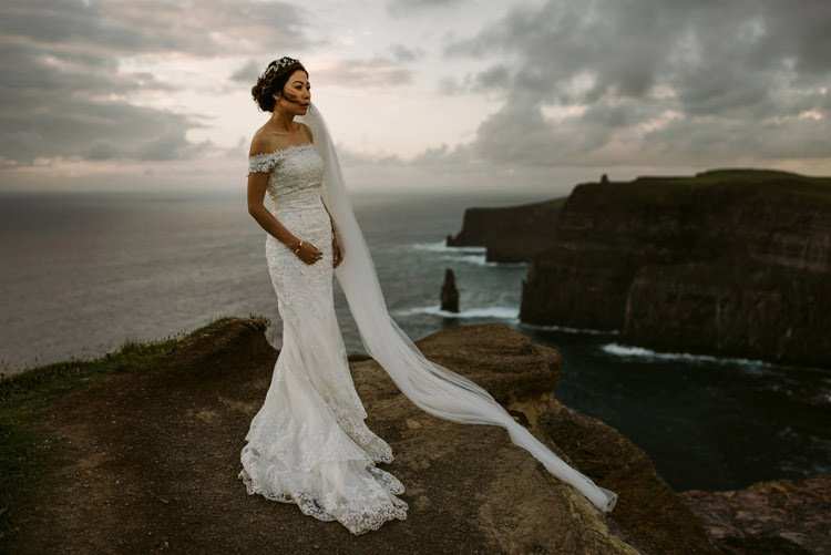 065-cliffs-of_moher-intimate-elopement-wedding_session