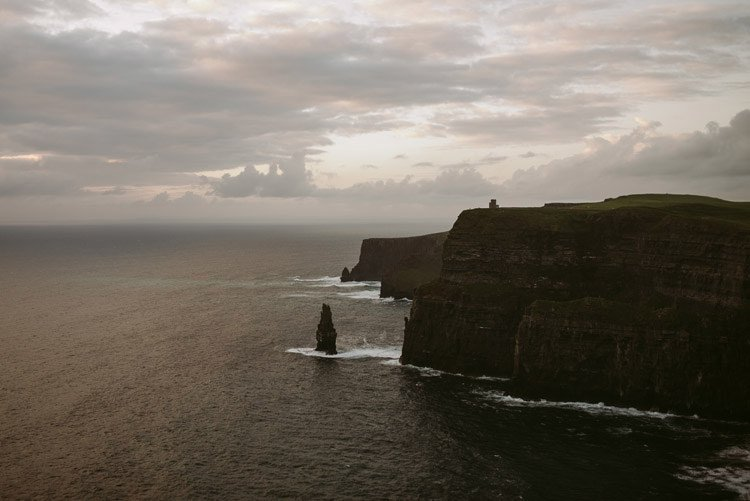 076-cliffs-of_moher-intimate-elopement-wedding_session