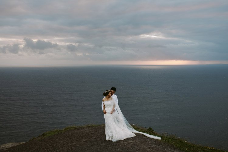 079-cliffs-of_moher-intimate-elopement-wedding_session