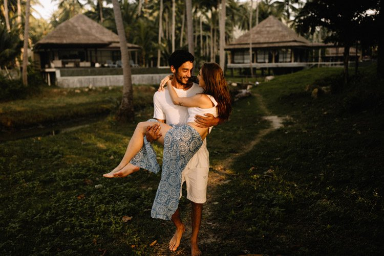 041 thailand wedding photographer koh samui love session couple in love