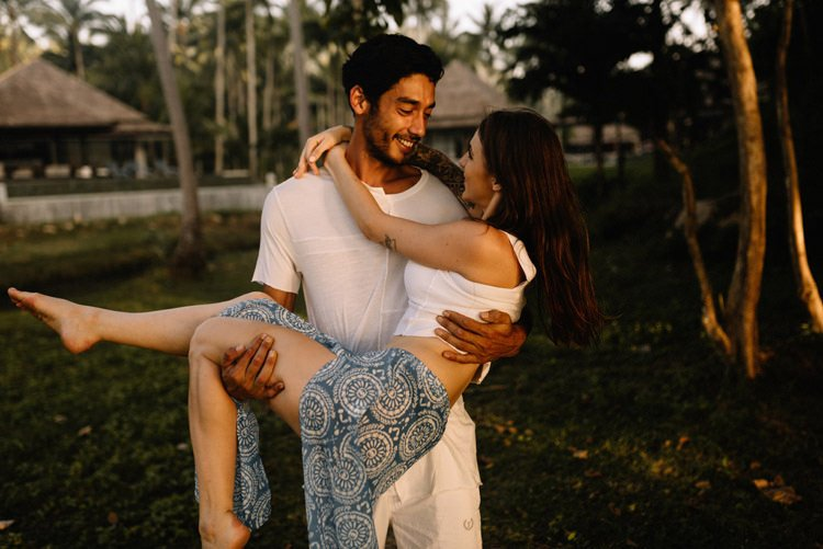 042 thailand wedding photographer koh samui love session couple in love