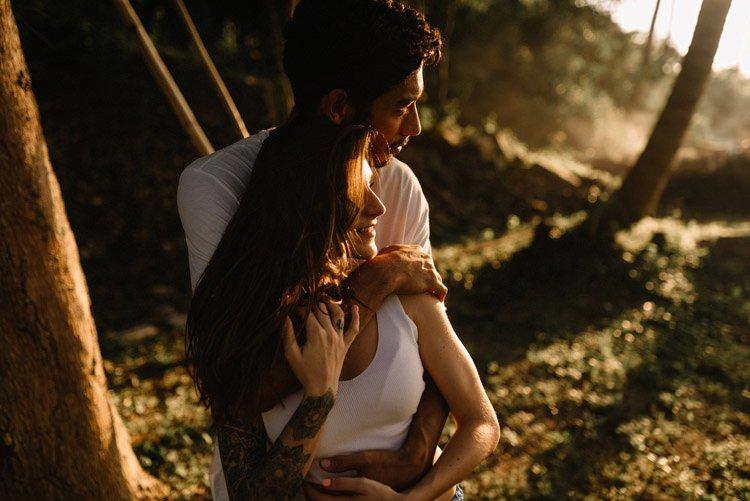 046 thailand wedding photographer koh samui love session couple in love