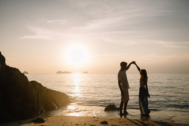 071 thailand wedding photographer koh samui love session couple in love