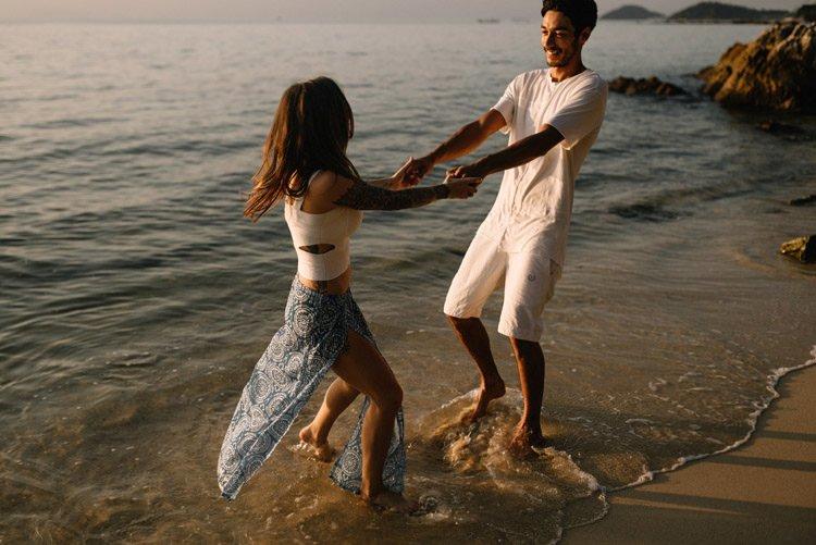 073 thailand wedding photographer koh samui love session couple in love