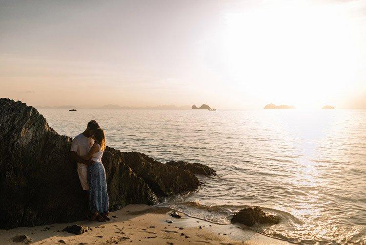 074 thailand wedding photographer koh samui love session couple in love