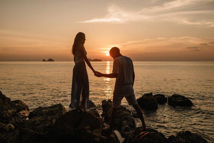 106 thailand wedding photographer koh samui love session couple in love