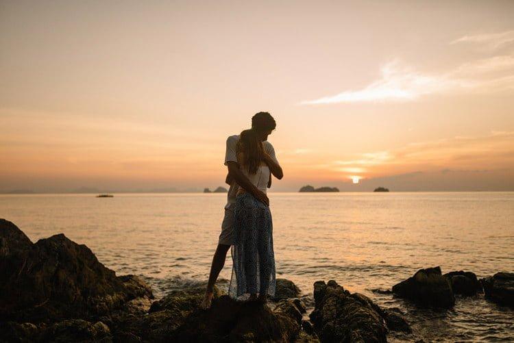 110 thailand wedding photographer koh samui love session couple in love