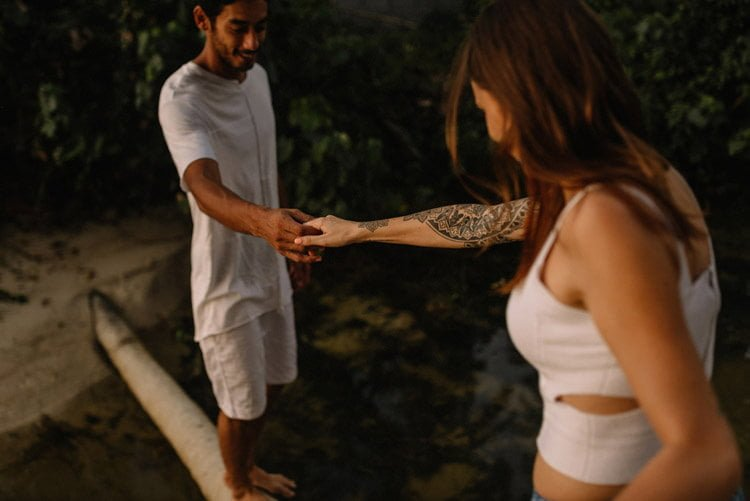 122 thailand wedding photographer koh samui love session couple in love