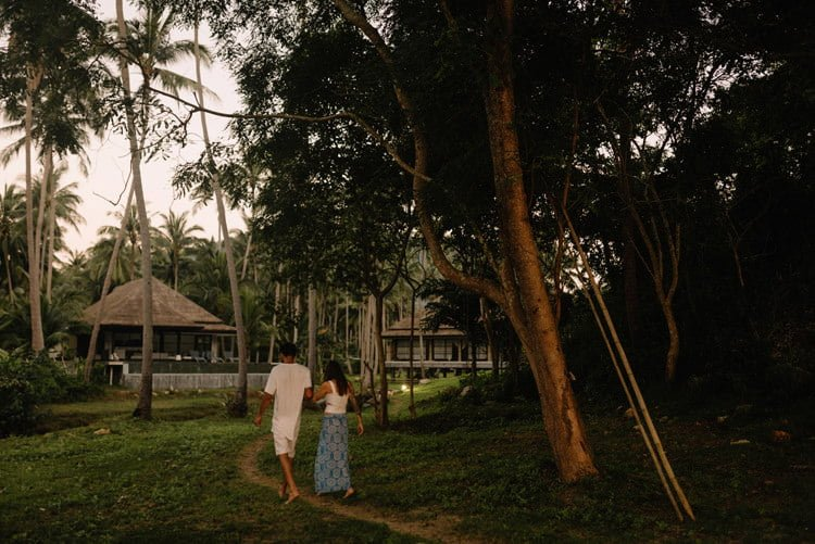 125 thailand wedding photographer koh samui love session couple in love