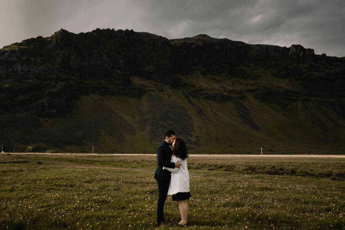 022 engagement session iceland intimate session in mountians