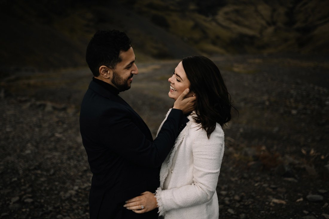 035 engagement session iceland intimate session in mountians