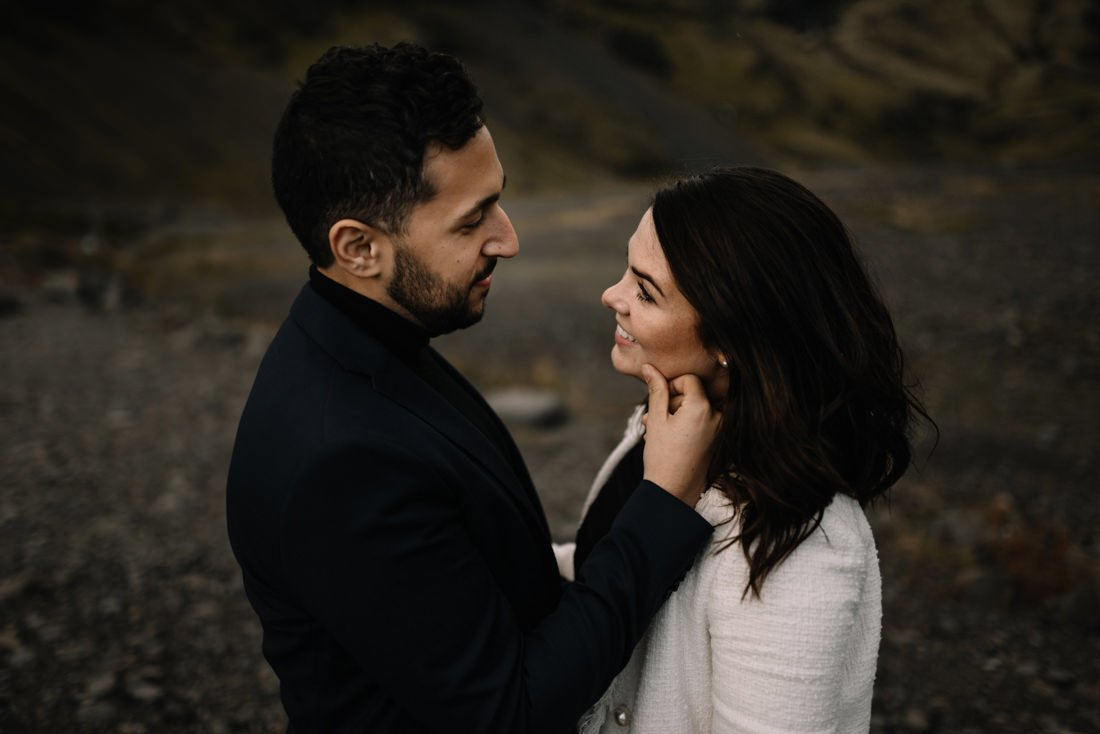 036 engagement session iceland intimate session in mountians