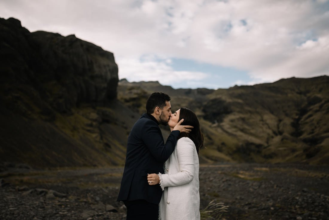 037 engagement session iceland intimate session in mountians