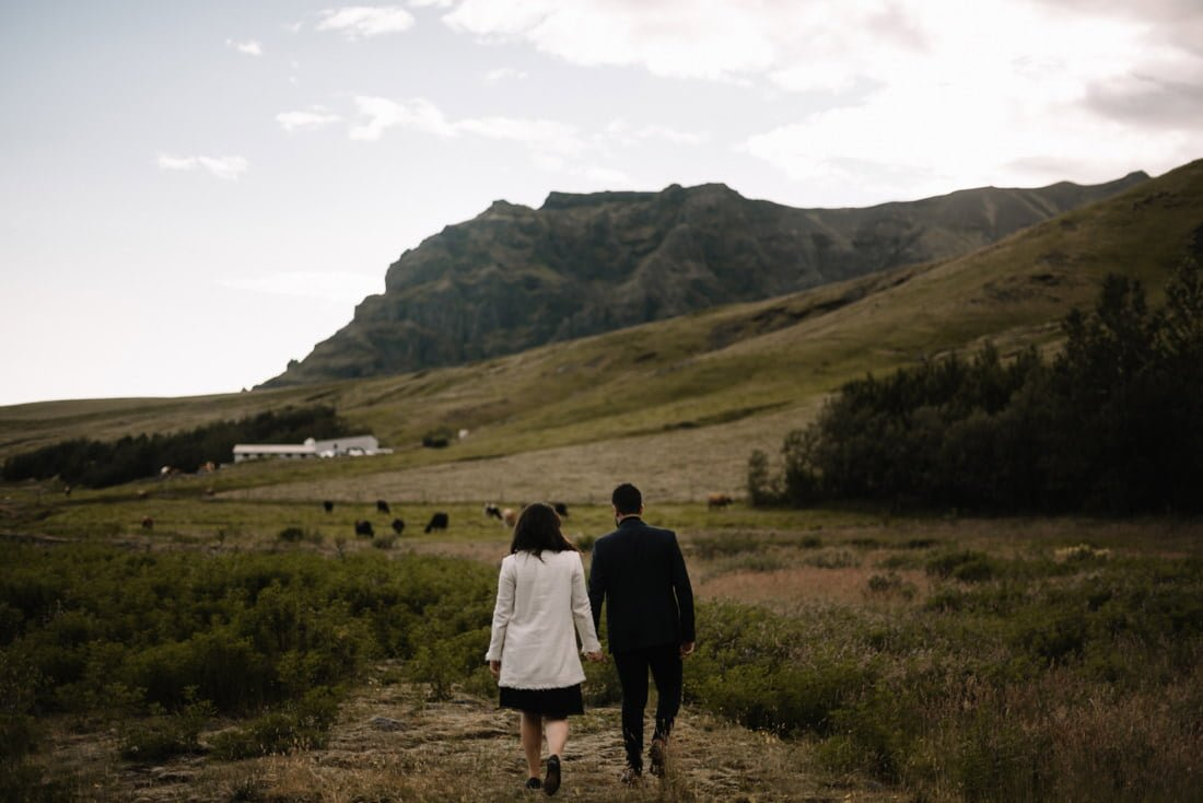 043 engagement session iceland intimate session in mountians