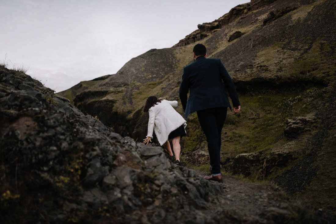 064 engagement session iceland intimate session in mountians
