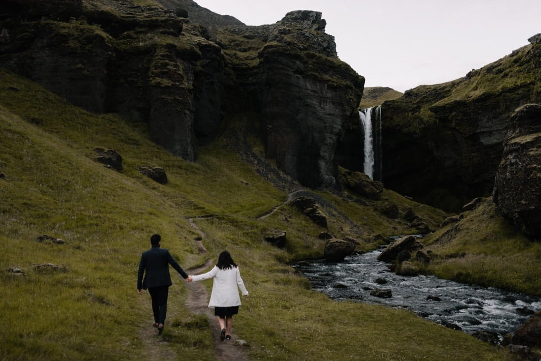 068 engagement session iceland intimate session in mountians