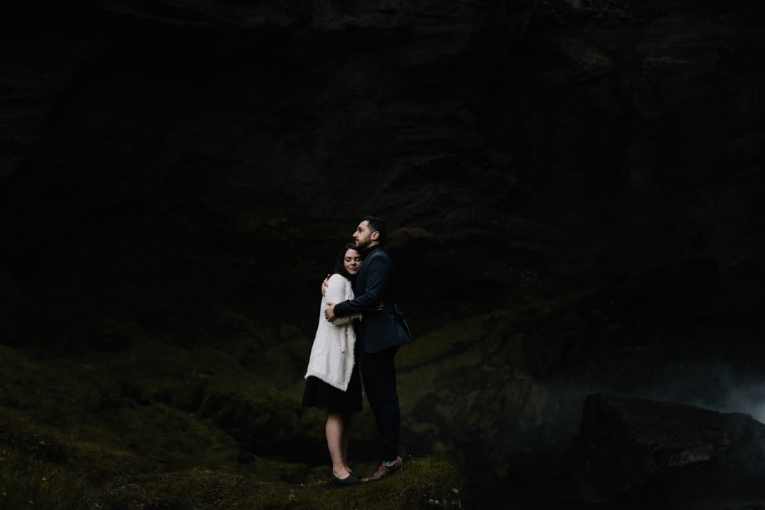 071 engagement session iceland intimate session in mountians