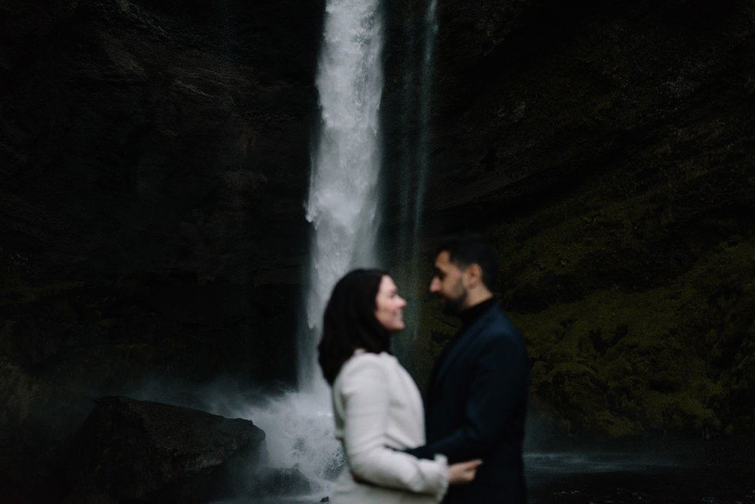 074 engagement session iceland intimate session in mountians