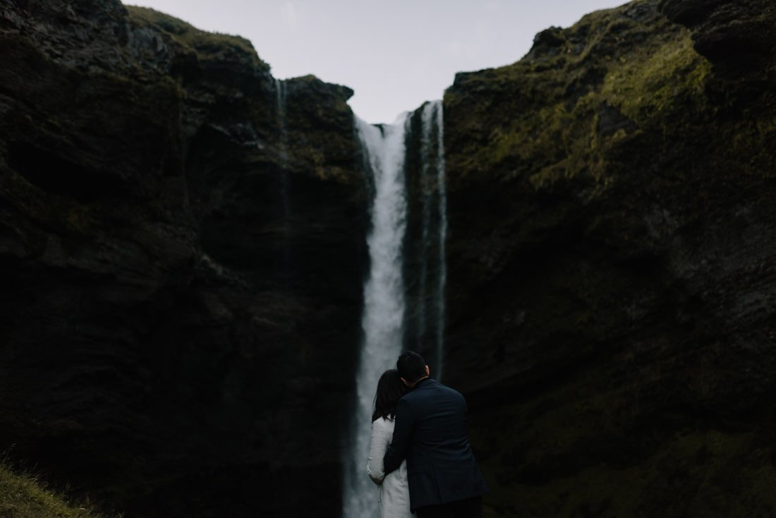 078 engagement session iceland intimate session in mountians