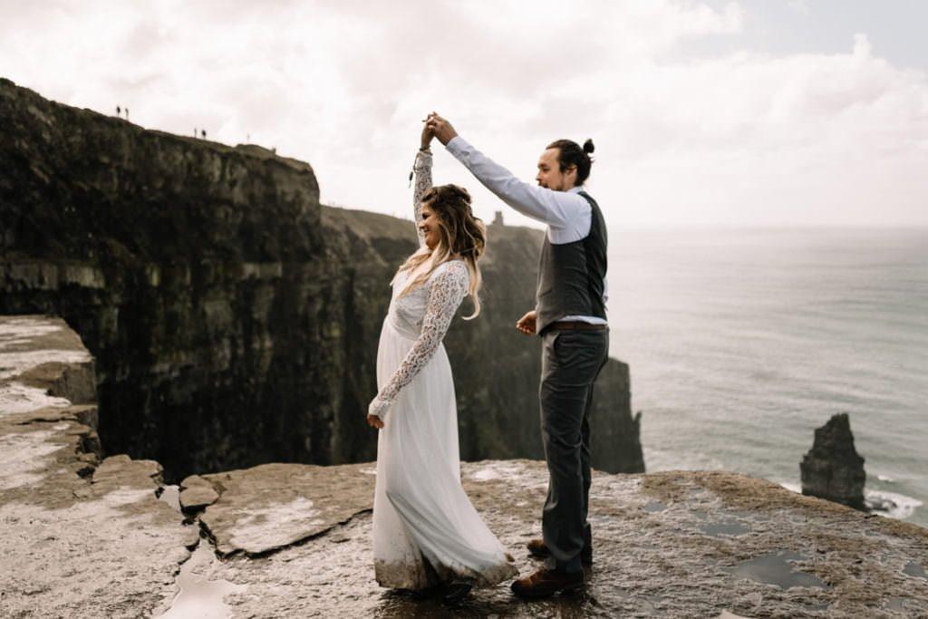 088 cliffs of moher elopement wedding photographer doolin