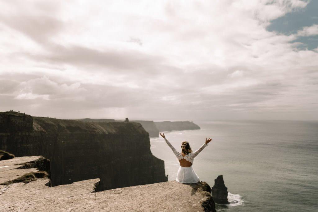 112 cliffs of moher elopement wedding photographer doolin