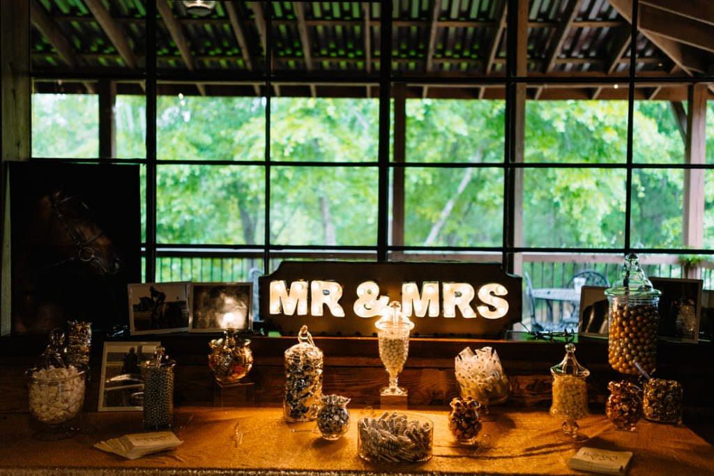 150 big sky barn wedding photographer mongomery texas