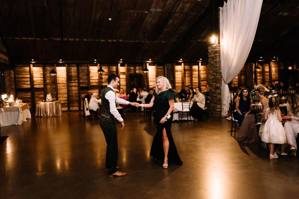 197 big sky barn wedding photographer mongomery texas