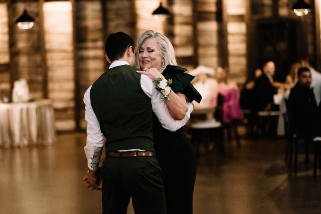198 big sky barn wedding photographer mongomery texas