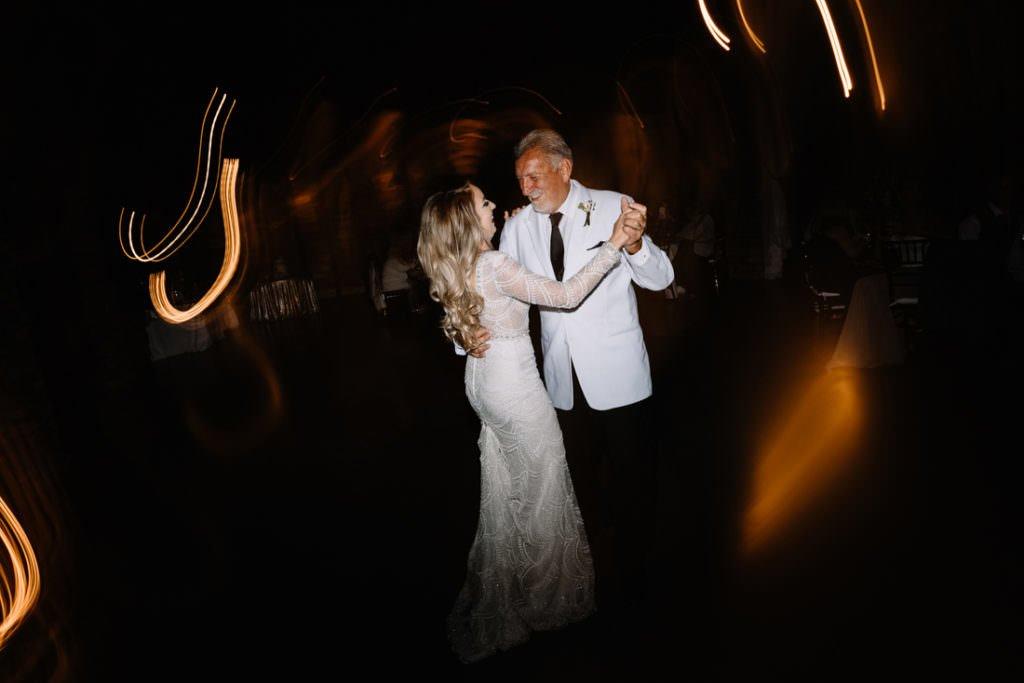 199 big sky barn wedding photographer mongomery texas
