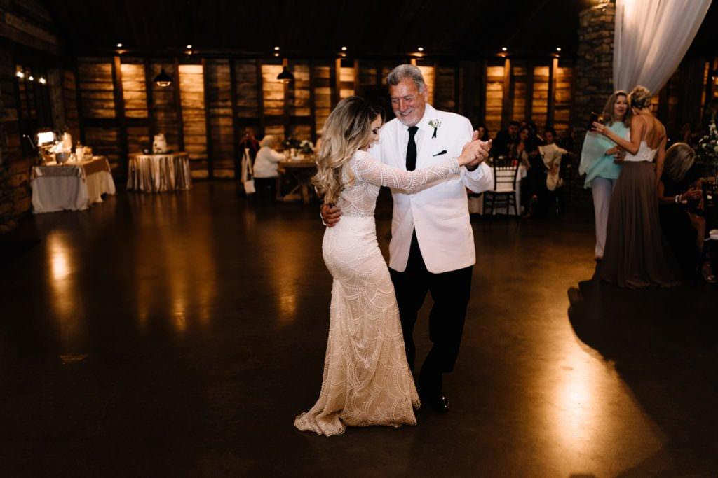 200 big sky barn wedding photographer mongomery texas
