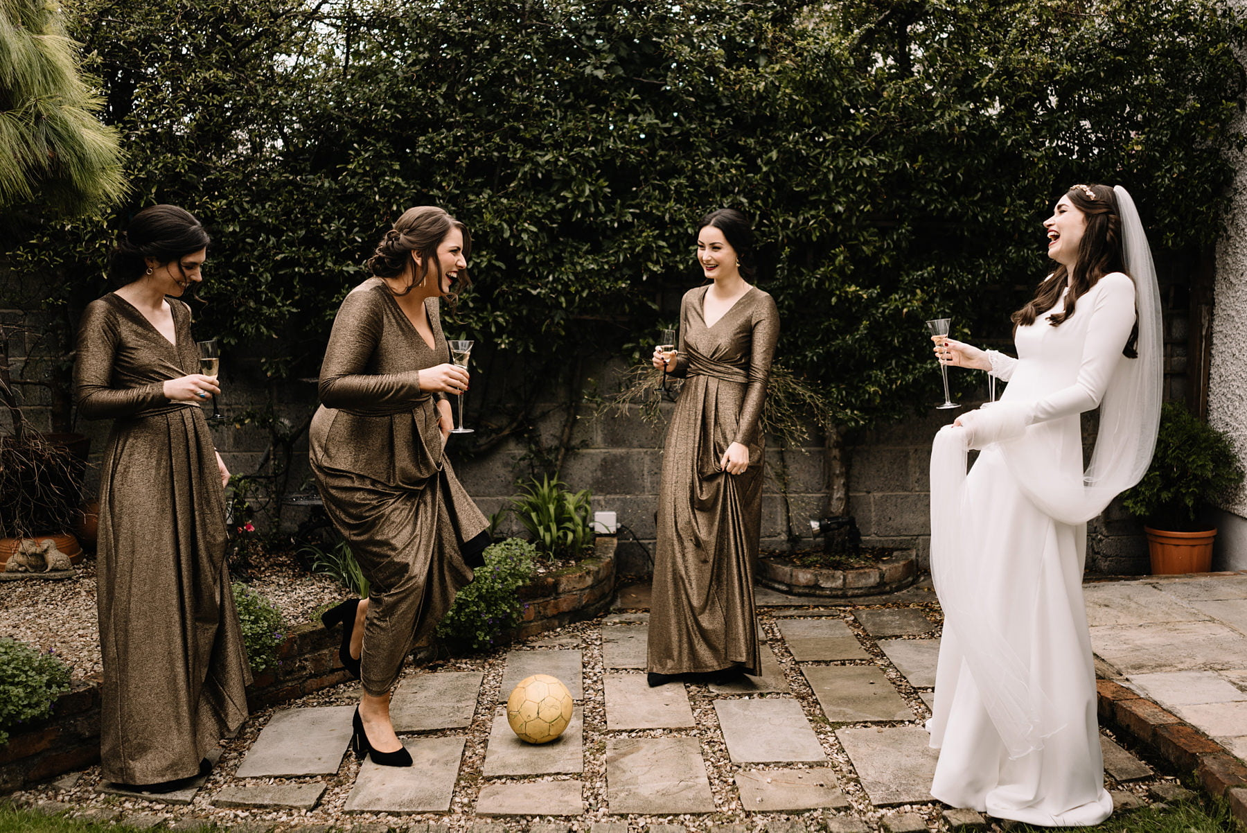 How to Choose Perfect Bridesmaid Dresses for A Wedding?